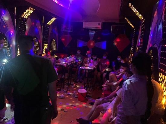 """Phát hiện, xử lý nghiêm các cơ sở kinh doanh dịch vụ karaoke hoạt động """"chui"""""""