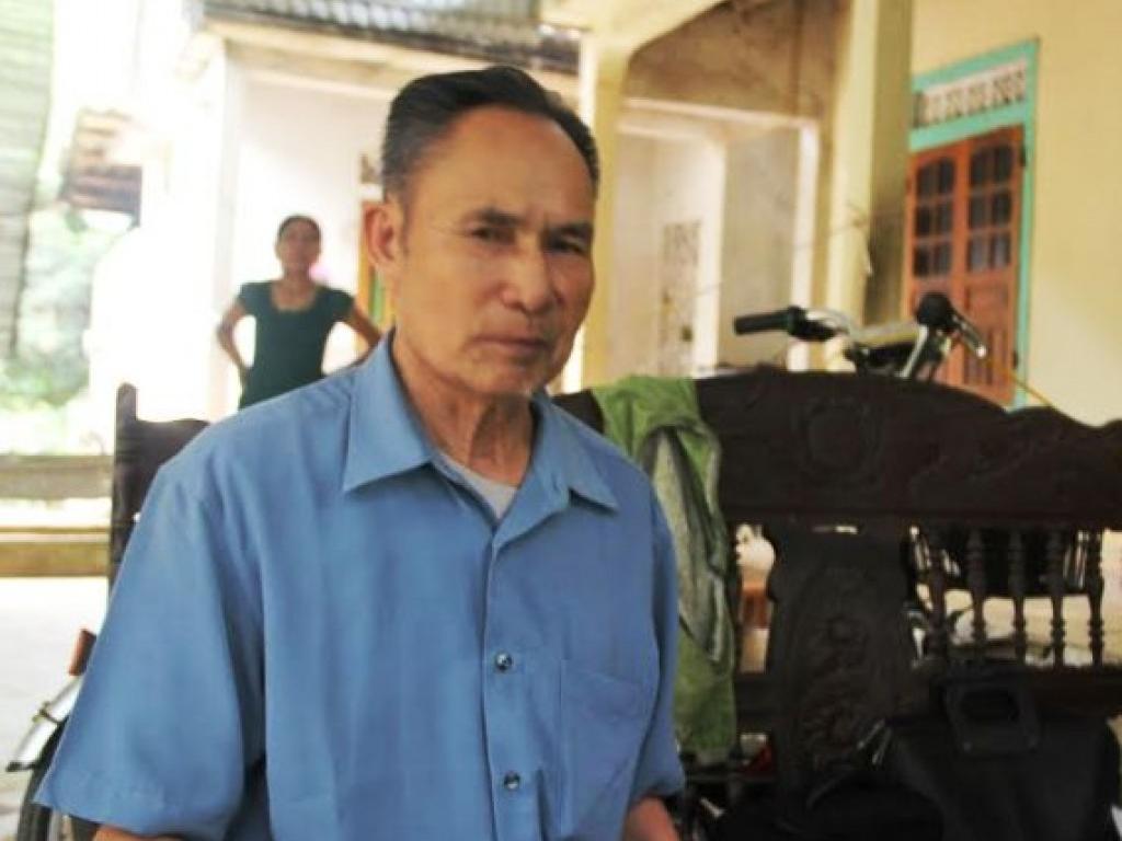 Cựu tù nhân Phú Quốc về làng bốc thuốc chữa bệnh