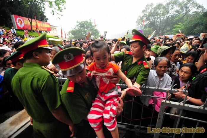 le hoi den hung 2016 tre em chen chuc giua bien nguoi hanh huong