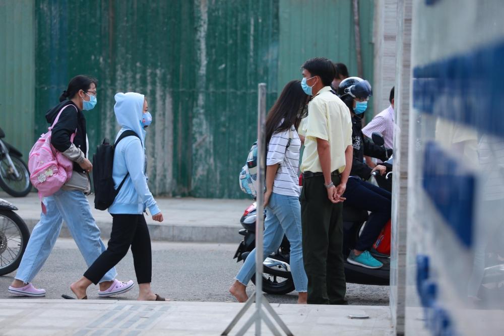 Học sinh ngoại tỉnh khó khăn khi quay lại thành phố Hồ Chí Minh thi tốt nghiệp