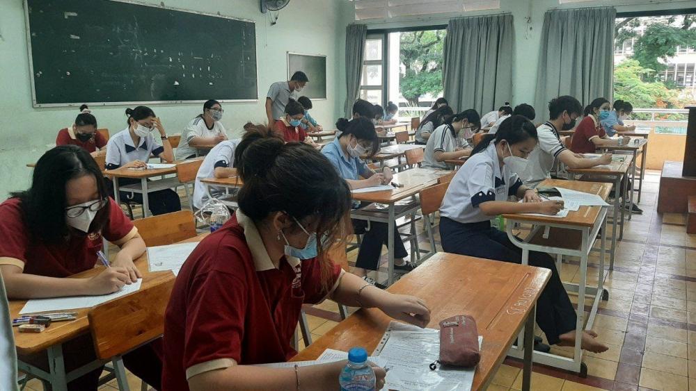 Thành phố Hồ Chí Minh: 2 thí sinh F0 dự thi môn Văn