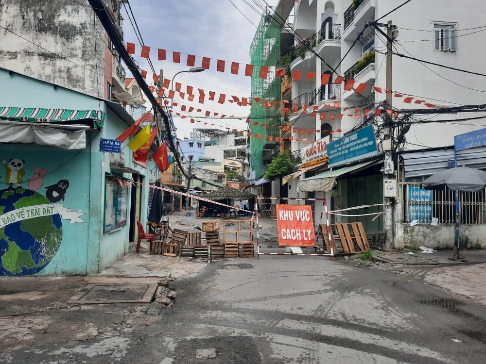 Thành phố Hồ Chí Minh giãn cách theo Chỉ thị 16, người dân không lo thiếu lương thực