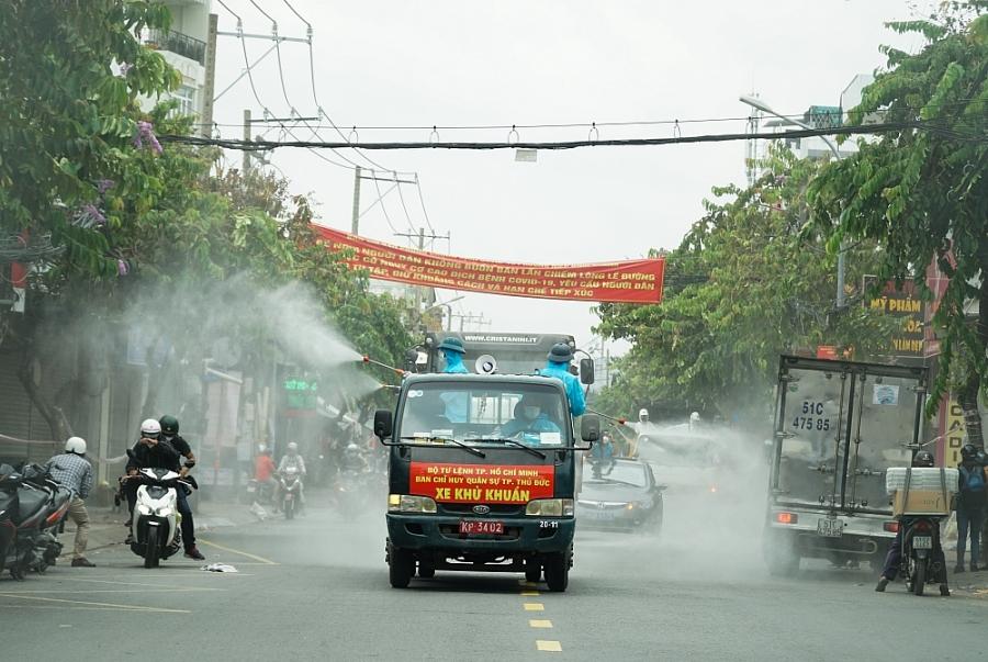 Quân đội bắt đầu chiến dịch phun khử khuẩn toàn bộ thành phố Hồ Chí Minh