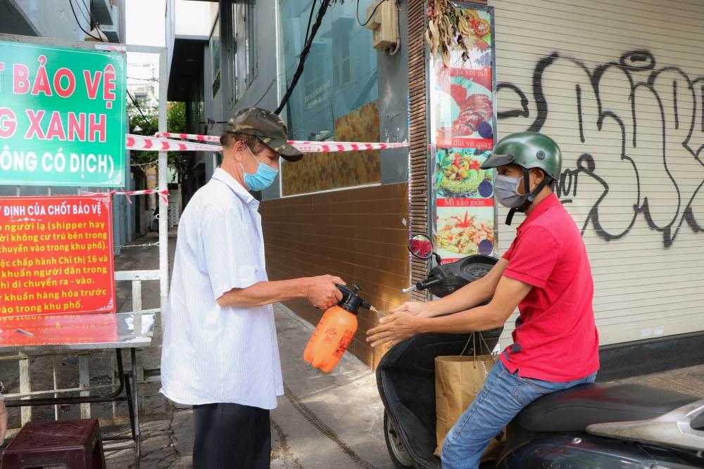Thành phố Hồ Chí Minh: Dựng chốt ngăn chặn dịch xâm nhập 'vùng xanh'
