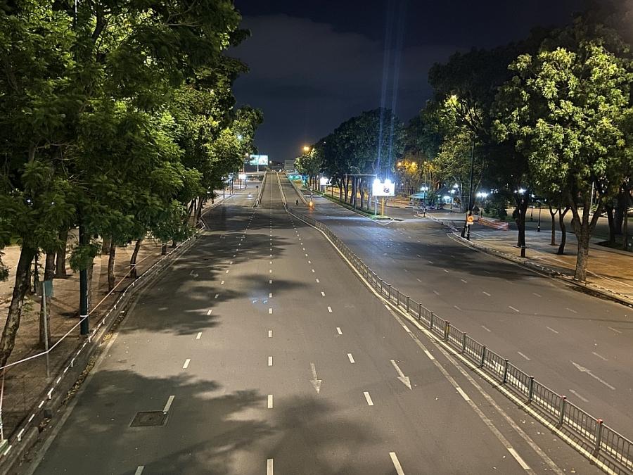 Thành phố Hồ Chí Minh: Các ngả đường 'vắng tanh' không một bóng người sau 18h