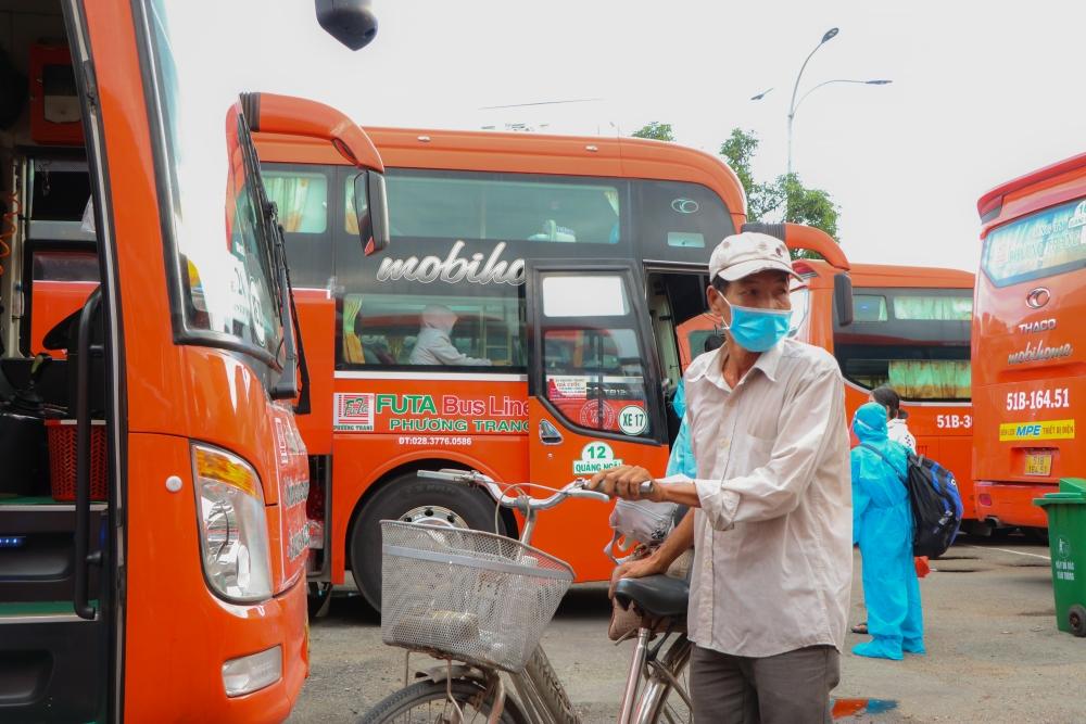 Bật khóc chia tay Sài Gòn ngày trở về quê hương