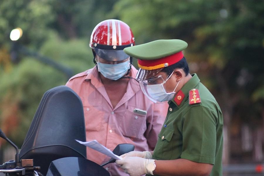 Thành phố Hồ Chí Minh ngày đầu hạn chế ra đường sau 18h: Chỉ một vài trường hợp vi phạm