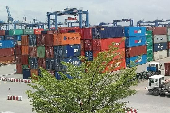 Bộ Công Thương đề xuất Thủ tướng tháo gỡ hàng hóa ùn tắc tại cảng Cát Lái
