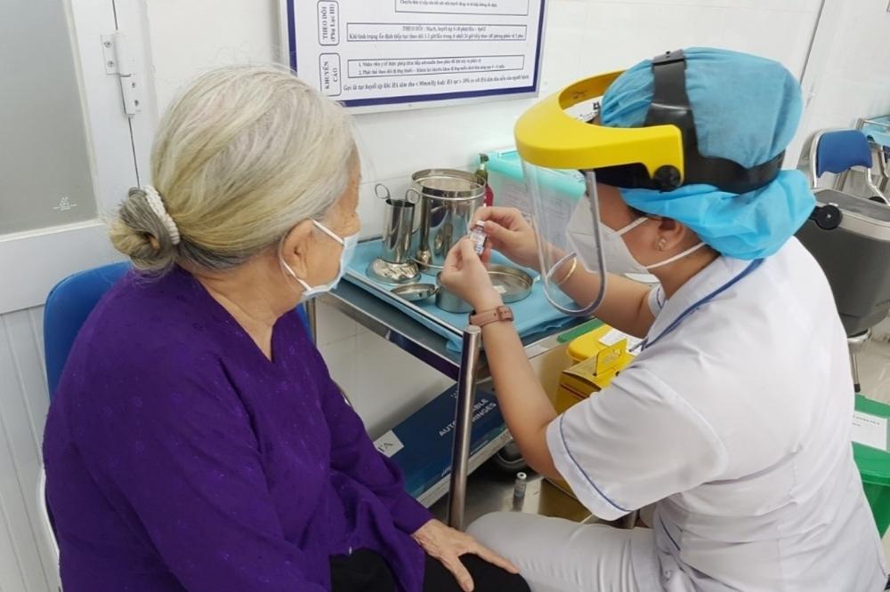 Thành phố Hồ Chí Minh: Ra quân đồng loạt, đẩy mạnh tiêm chủng vắc xin ngừa Covid-19