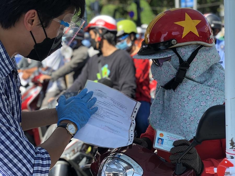 Thành phố Hồ Chí Minh: Chốt kiểm soát vẫn kẹt cứng dù đã ngưng 'di biến động dân cư'