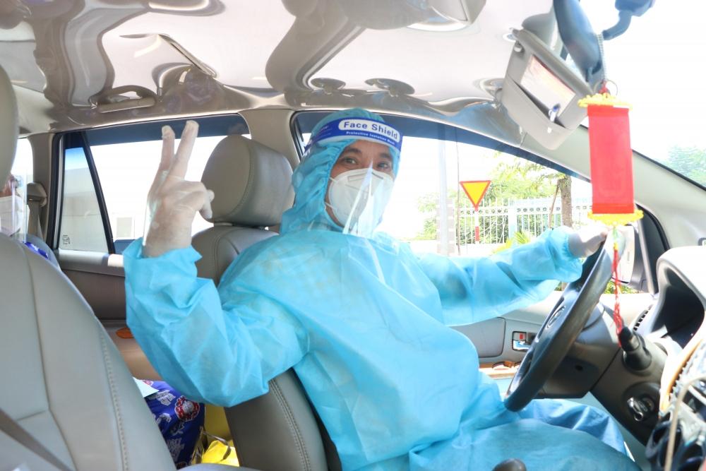 Những chuyến xe đưa F0 khỏi bệnh về nhà miễn phí