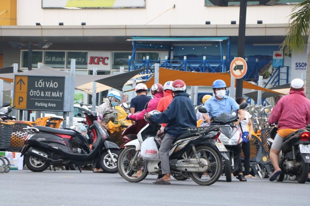 Người dân thành phố Hồ Chí Minh không được trực tiếp đi chợ