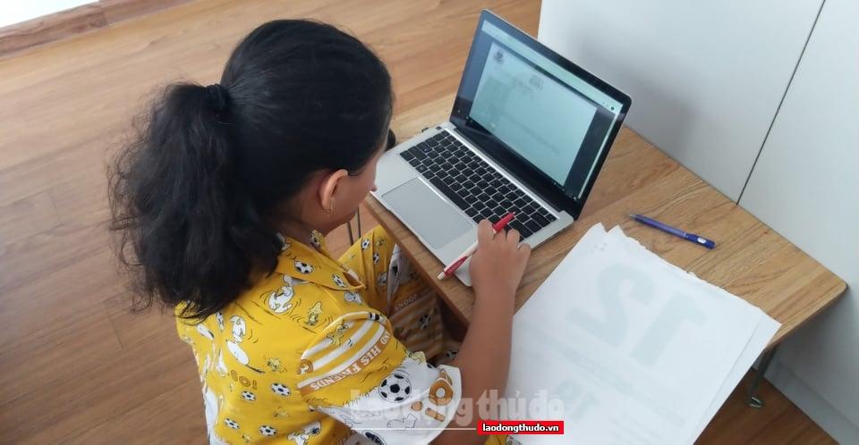 Học online năm học mới: Khó khăn đủ đường