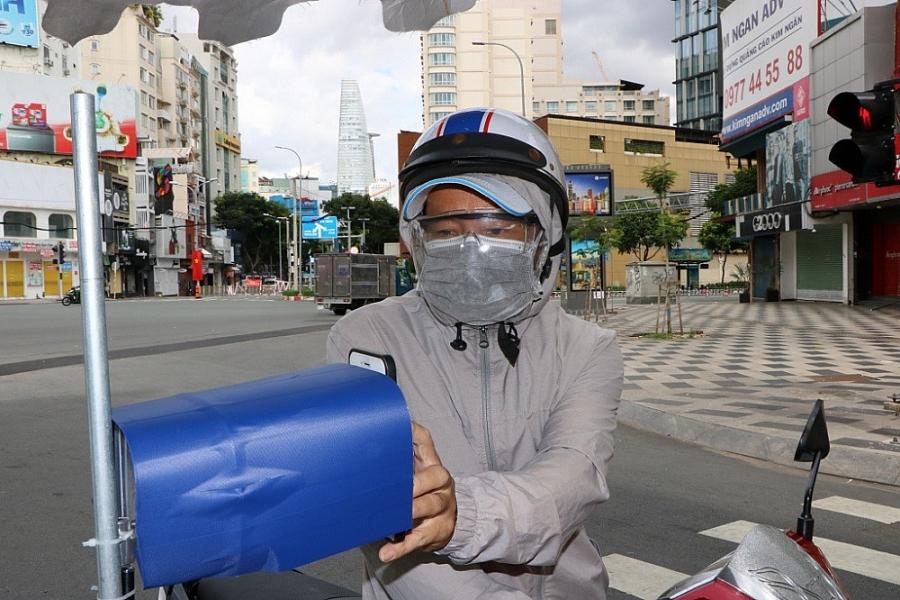 Thành phố Hồ Chí Minh kiểm soát người đi đường bằng mã QR