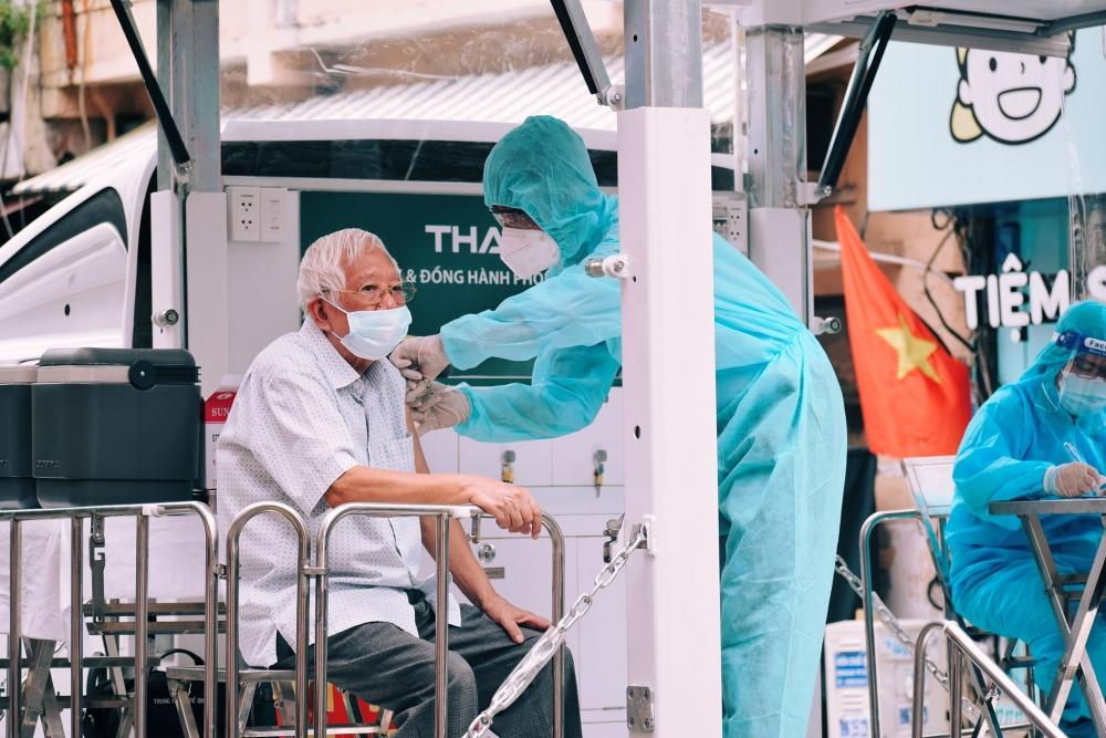 Gần 8 triệu người ở thành phố Hồ Chí Minh được tiêm vắc xin, số ca tử vong có xu hướng giảm