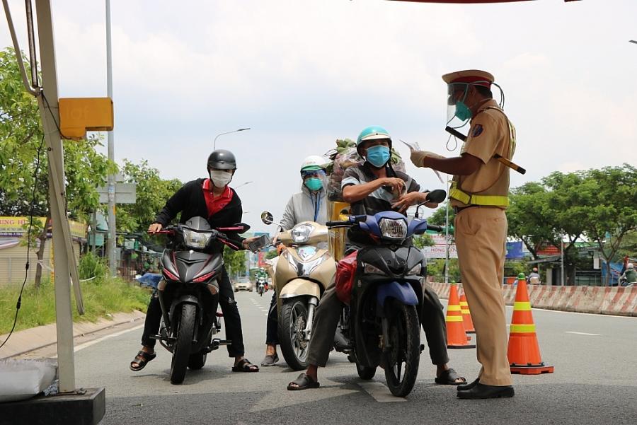 Thành phố Hồ Chí Minh: Phát hiện 135 trường hợp cảnh báo F0 đi trên đường, 50 F0 có giấy đi đường