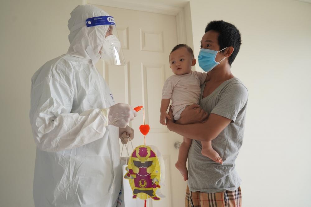 Tết Trung thu của các em thiếu nhi ở bệnh viện dã chiến, trung tâm cách ly