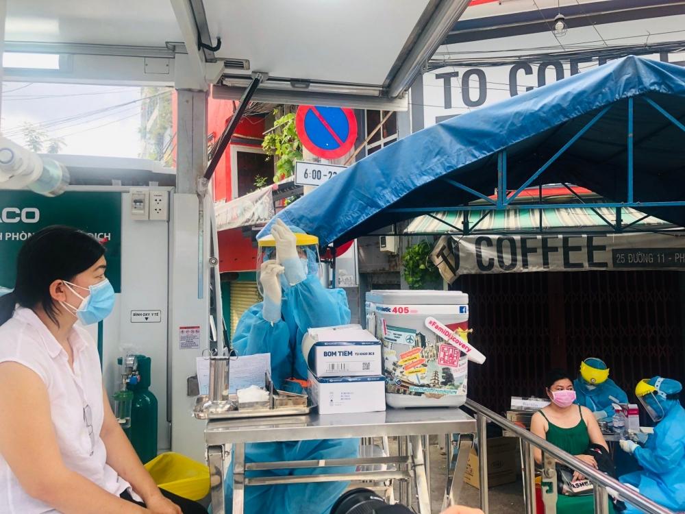 Thành phố Hồ Chí Minh: Người có thẻ xanh Covid được tham gia hoạt động nào?