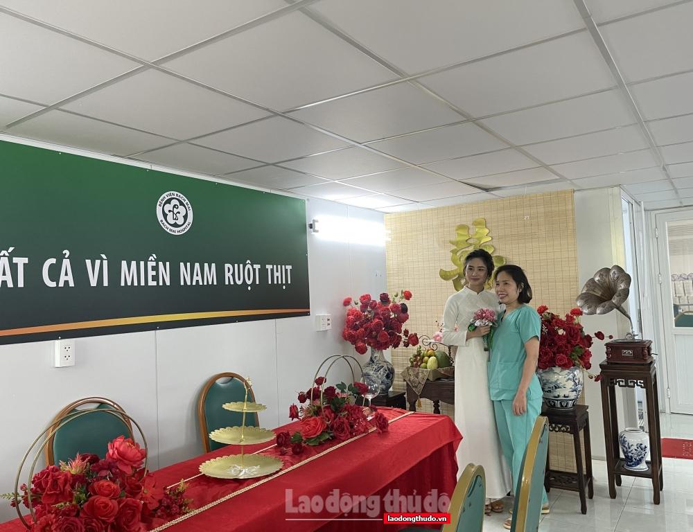 Xúc động đám cưới online tại bệnh viện dã chiến của cô gái vào Nam chống dịch