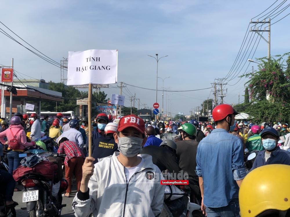 Thành phố Hồ Chí Minh huy động lực lượng hỗ trợ người dân miền Tây về quê