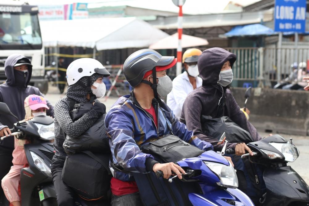 Tiêm vắc xin cho lao động trở lại thành phố Hồ Chí Minh làm việc: Nhiều người còn dè dặt quay trở lại