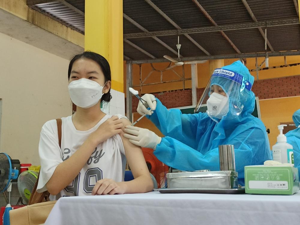Ngày đầu tiên tiêm vắc-xin Covid-19 cho trẻ em ở thành phố Hồ Chí Minh