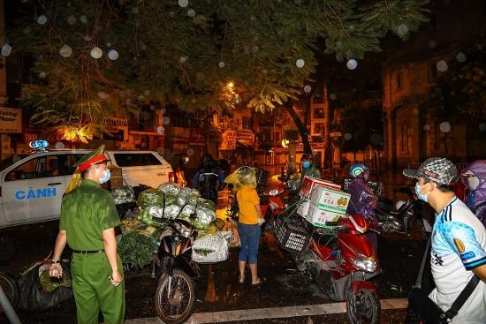 Kiên quyết xử lý tình trạng vi phạm phòng, chống dịch Covid-19 tại phường Quán Thánh