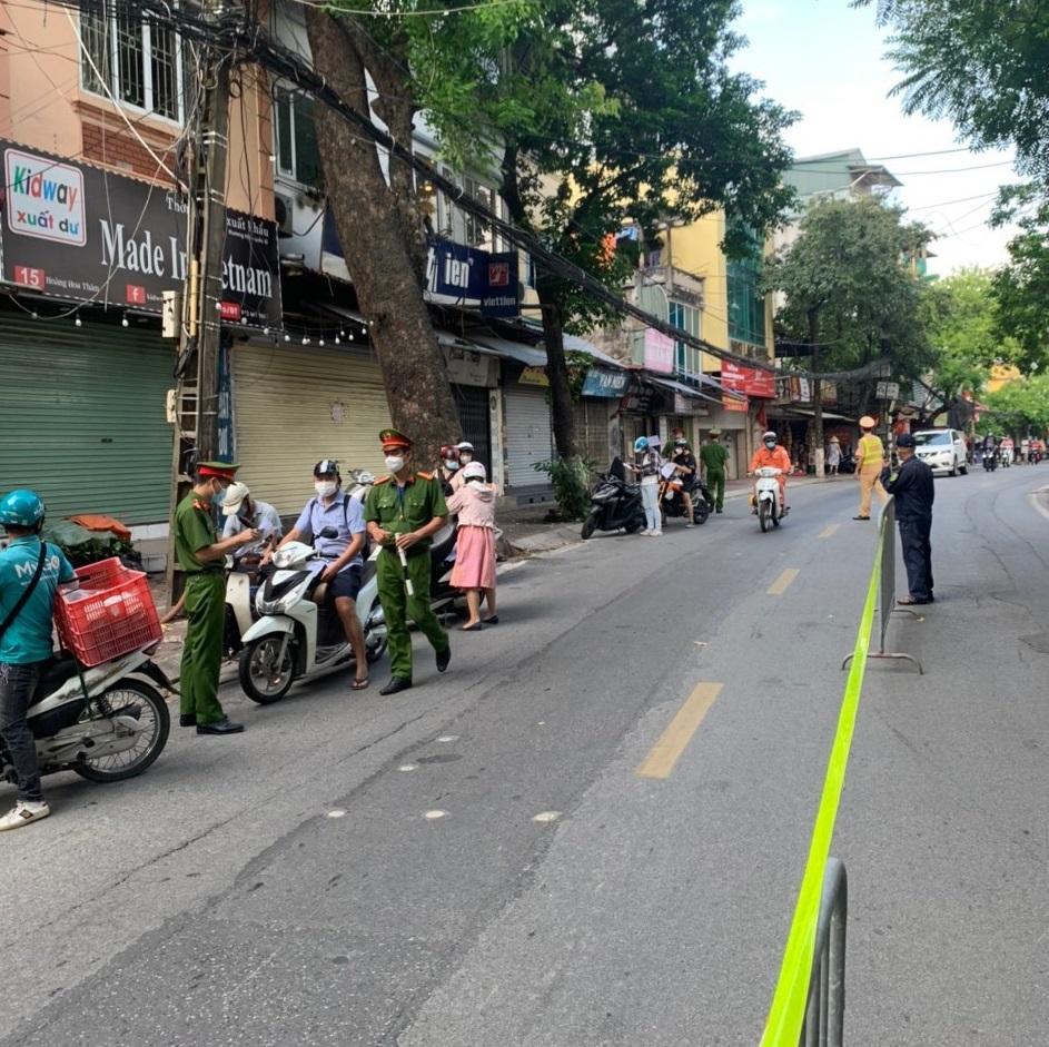 Công an quận Ba Đình lập 3 tổ tuần tra cơ động xử lý vi phạm phòng, chống dịch
