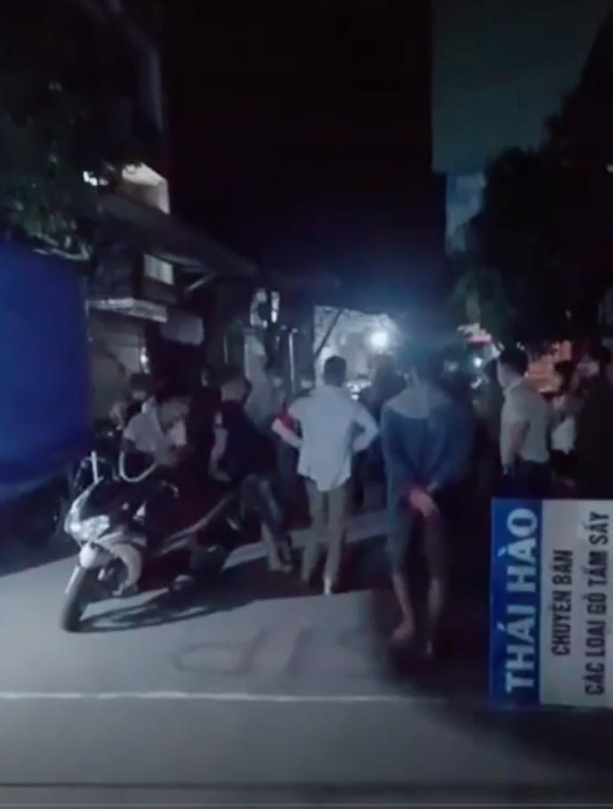 Cán bộ chốt trực Covid tổ chức ăn nhậu, UBND huyện Thạch Thất yêu cầu xử lý nghiêm
