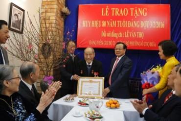 Trao Huy hiệu 80 năm cho Đảng viên lão thành