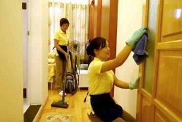 Dịch vụ dọn nhà cuối năm: Nhu cầu cao, nên giá tăng