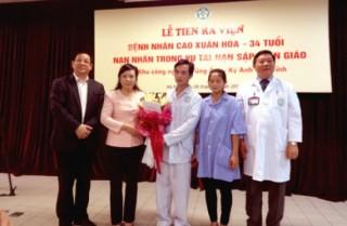 Bệnh nhân bị thương nặng do sập giàn giáo tại Hà Tĩnh xuất viện
