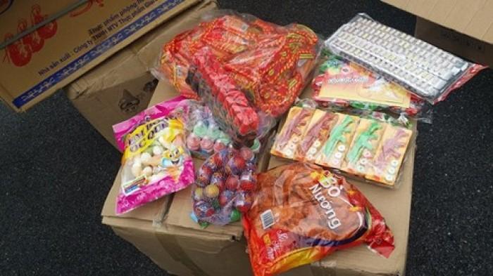 Phát hiện lượng lớn bánh kẹo hết hạn, nhập lậu