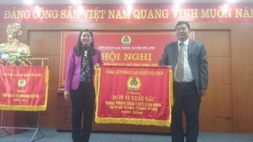 Tổng LĐLĐ Việt Nam tặng Cờ thi đua cho LĐLĐ huyện Mê Linh