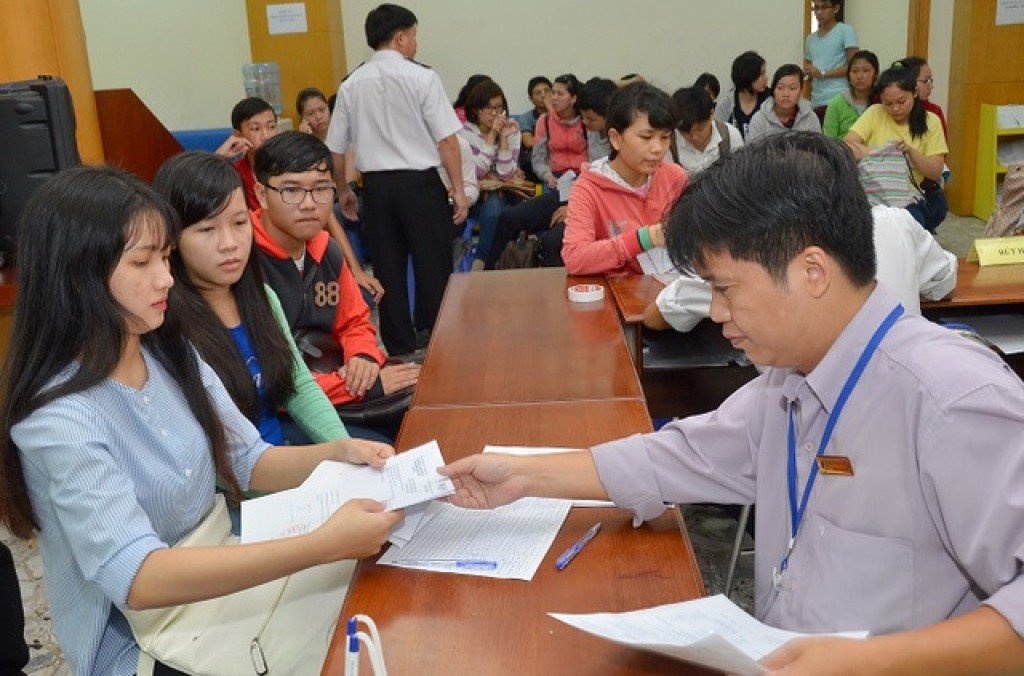 Kết quả hình ảnh cho Học sinh đăng ký xét tuyển đại học