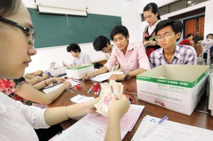 Bộ GD-ĐT đề xuất tăng mức trần học phí
