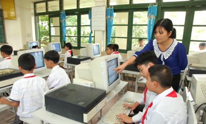 Trường học phải có đủ giáo viên tin học