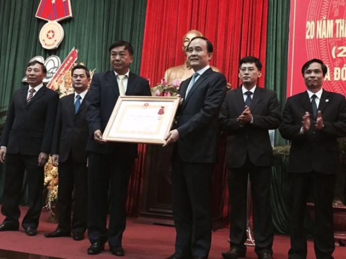 Đón nhận Huân chương Lao động hạng Nhì