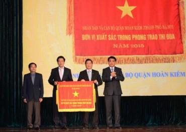 UBND Hoàn Kiếm: Đón nhận Cờ thi đua của Chính phủ