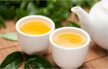 Uống quá nhiều trà xanh không tốt cho sức khỏe