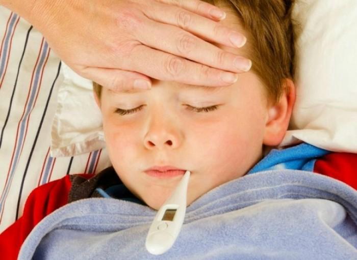 Thận trọng khi chăm sóc trẻ bị ốm