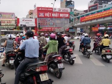 Nhiều phương tiện đi không đúng làn đường