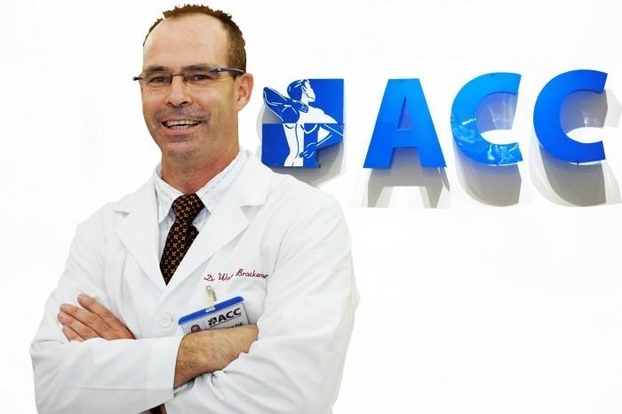 Tư vấn sức khỏe về hỗ trợ điều trị đau cổ, vai, lưng và hội chứng bàn chân bẹt