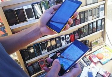 """Gắn """"mã độc"""" điện thoại móc túi người tiêu dùng"""