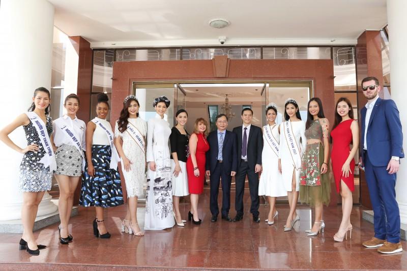 Hoa hậu Dayana Mendoza cùng Hoa hậu H'Hen Niê đến thăm tỉnh Khánh Hòa