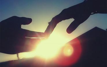 Những bàn tay nắm hờ