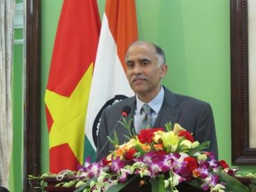 Thủ tướng Nguyễn Xuân Phúc tới Ấn Độ dự hội nghị cấp cao