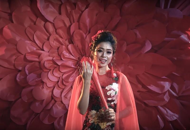 """Rung động trước nàng """"Thị mầu"""" trong MV """"Lẳng Lơ"""" của Hoàng Hồng Ngọc"""