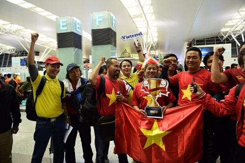 Hàng ngàn cổ động viên đã bay thẳng tới UAE để cổ vũ cho các cầu thủ Việt Nam