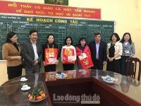 Liên đoàn Lao động huyện Thường Tín tặng quà Tết cho công nhân lao động